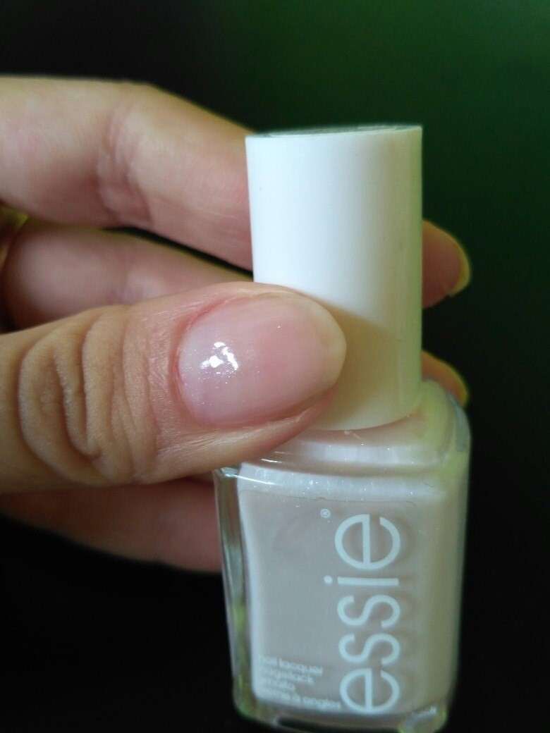 Is This Lacquer Worth Its Money? (Essie Nail Polish Review)
