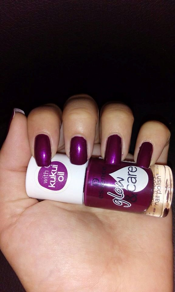 Essence Nail Polish Glow & Care Purple